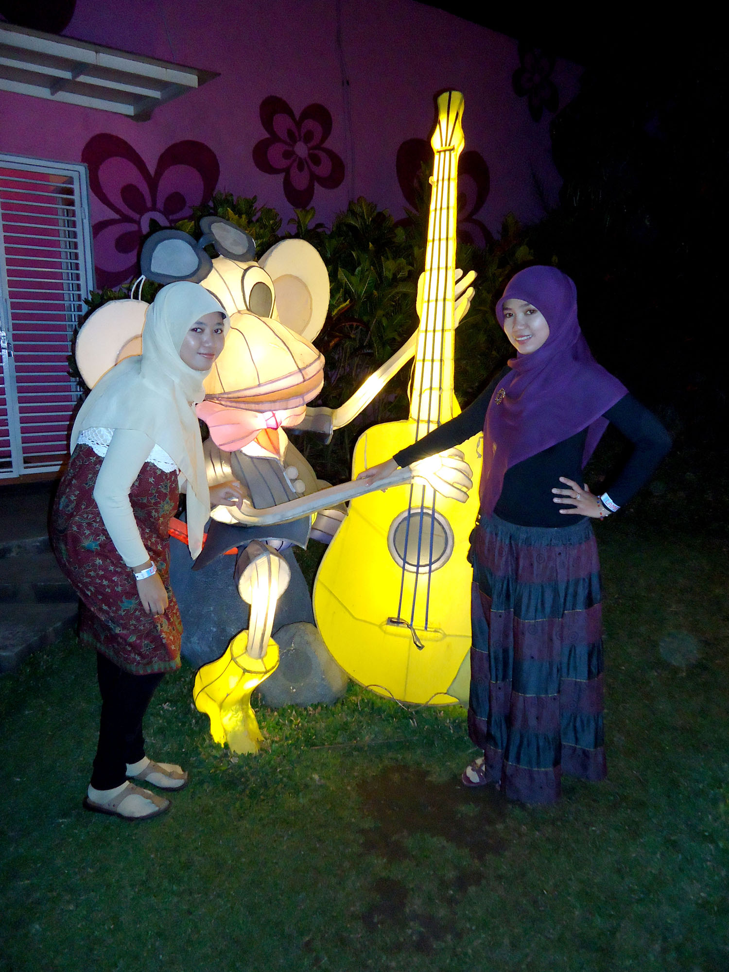 Batu Night Spectacular | PinkySoshi